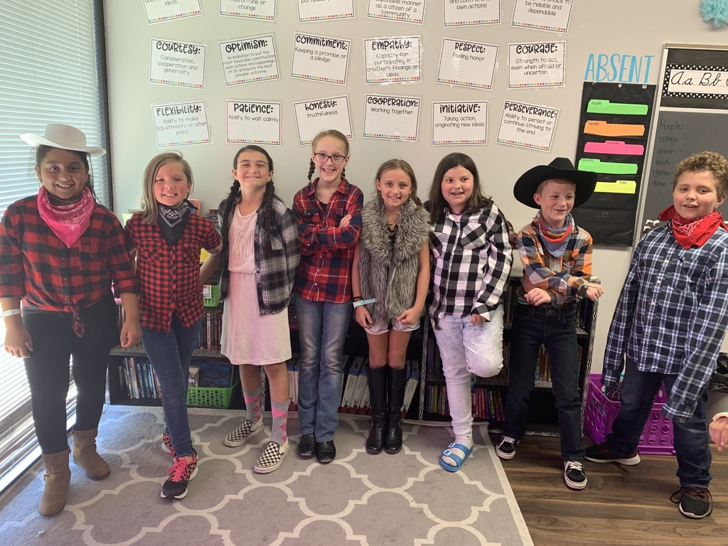 4th grades dressed up as country