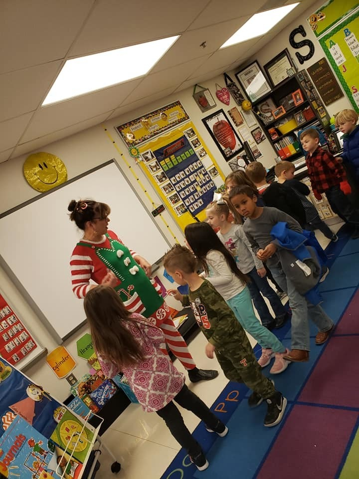 Looks like our Catalayah elf has a friend.  Ms. Candy Cane visited Catalayah kindergarten this week to read