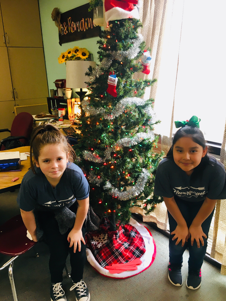 Students by Christmas tree