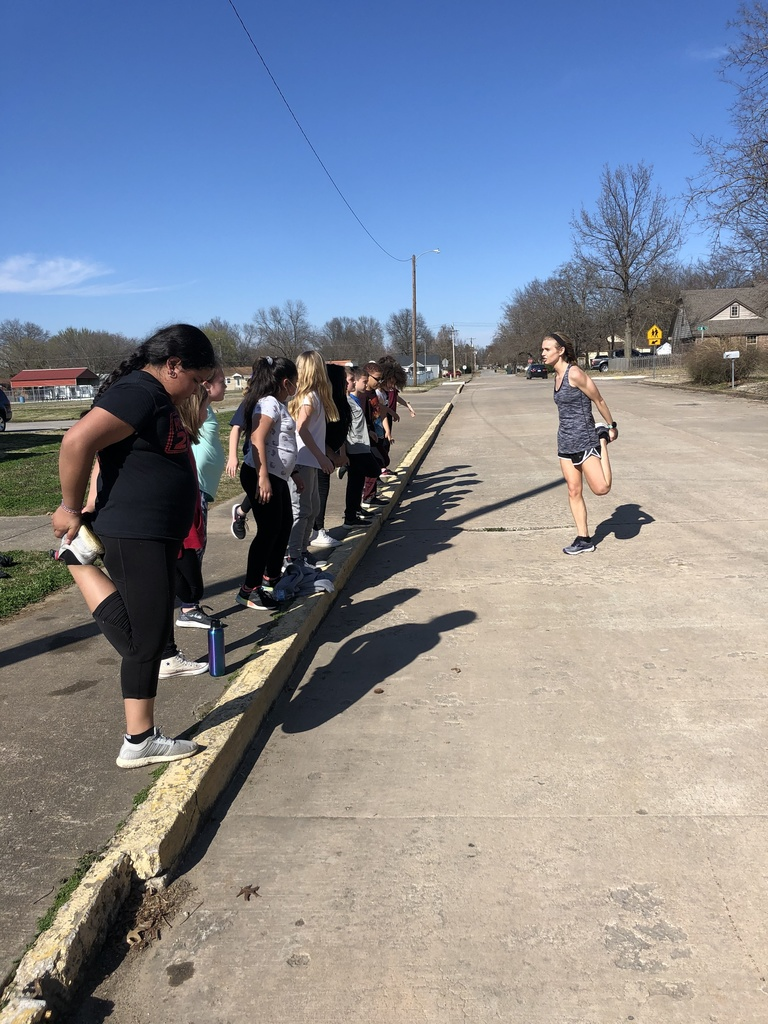 Running Club stretching